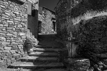 Le hameau de Douch, au pied du Caroux