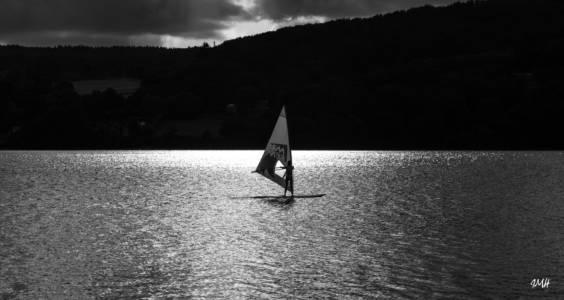 Voile d'un soir sur le lac du Laouzas