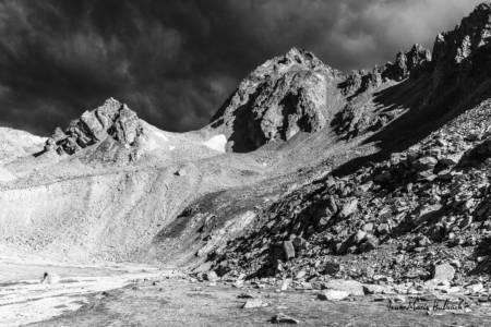 Val d'Aoste, vers le Mont Gelé en altitude minérale