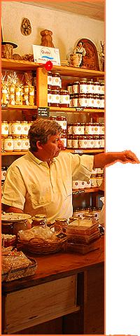 Alain Merit apiculteur La Salvetat sur Agoût. Boutique père