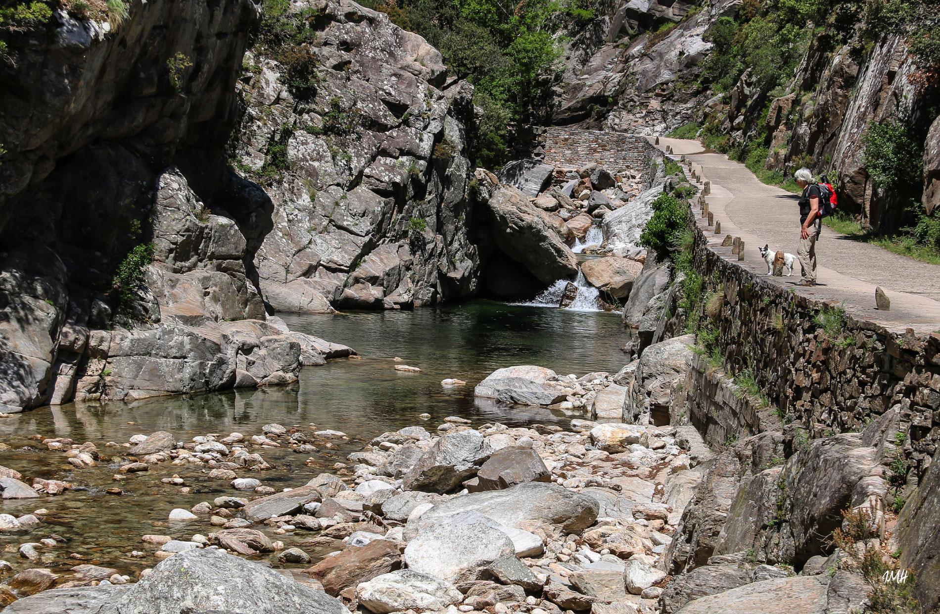 Montagne du Haut Languedoc. Gorges d'Héric. Spectacle du ruisseau