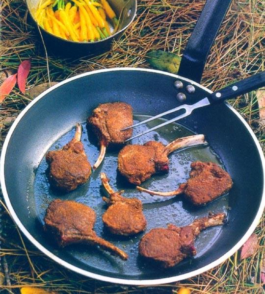 Recettes de champignons. Côtes d'agneau aux cèpes