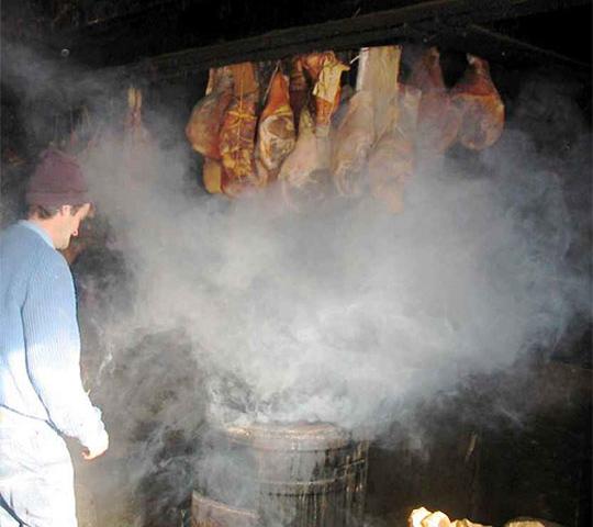 Le fumage du jambon, de la palette et du lard tel qu'il se pratique encore sur les hauts plateaux du Jura