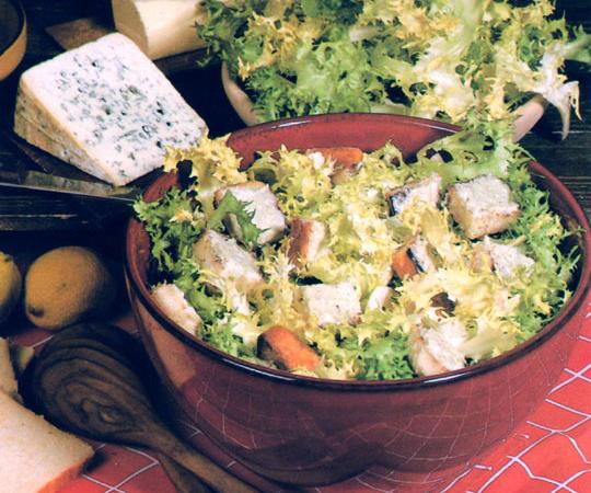 Salade frisée au bleu d'Auvergne