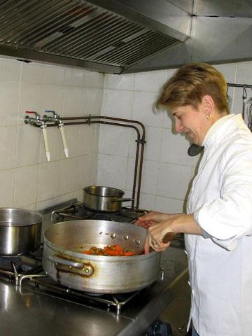 Restaurant Lou Castel Nages. Lili en cuisine